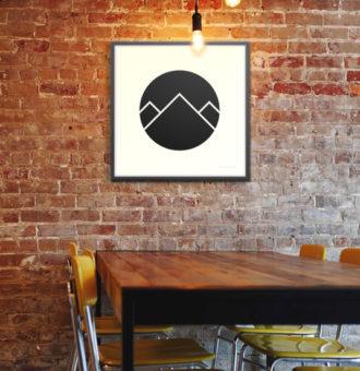 Montagnes minimalistes noires dans un cercle